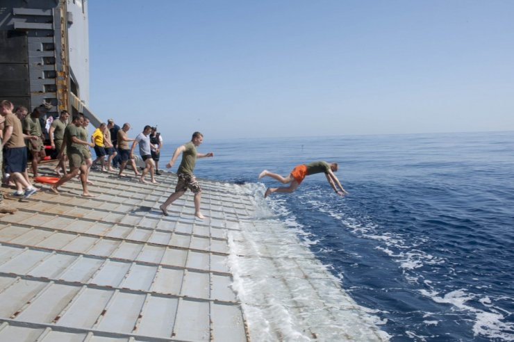 sailors-and-marines-aboard-the-uss-fort-mchenry-jump-off-the-stern-gate-into-the-mediterranean-sea