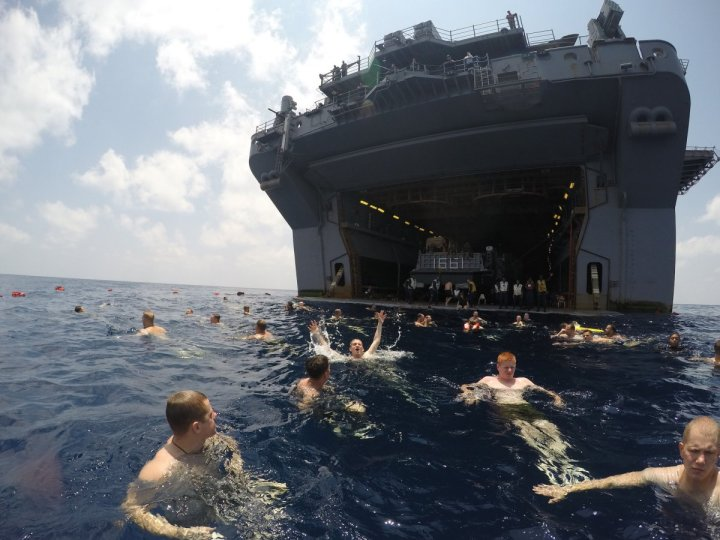 sailors-and-marines-from-the-uss-iwo-jima-enjoy-the-gulf-of-aden