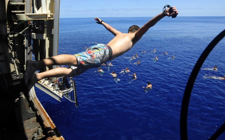 sailors-and-marines-from-the-uss-mesa-verde-swim-in-the-mediterranean-sea
